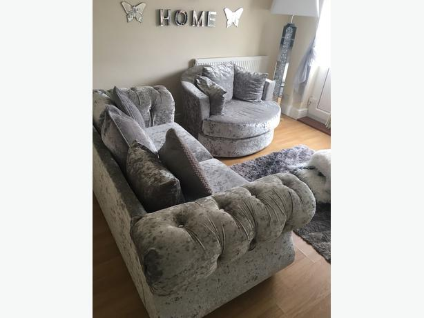 CRUSHED VELVET SOFA AND CUDDLE CHAIR WOLVERHAMPTON, Dudl