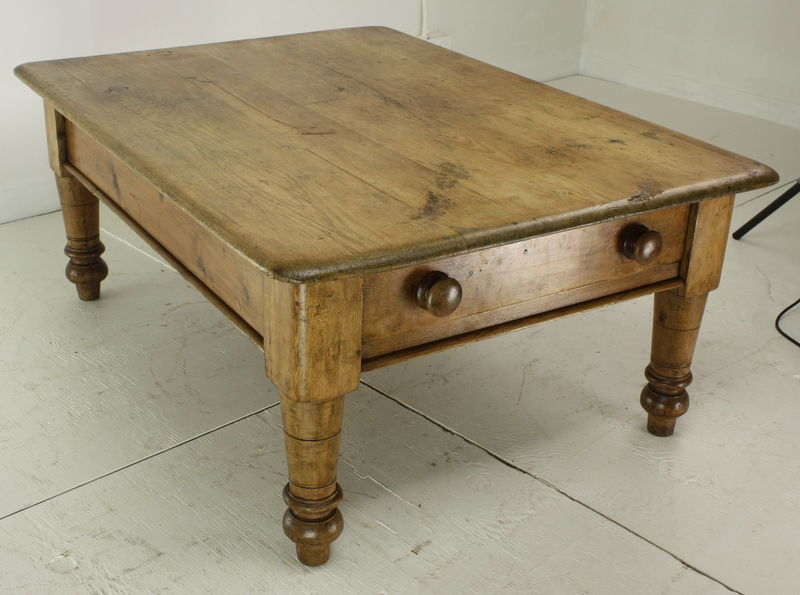 An upcycled desk turned into a coffee table on wheels | Reclaimed .