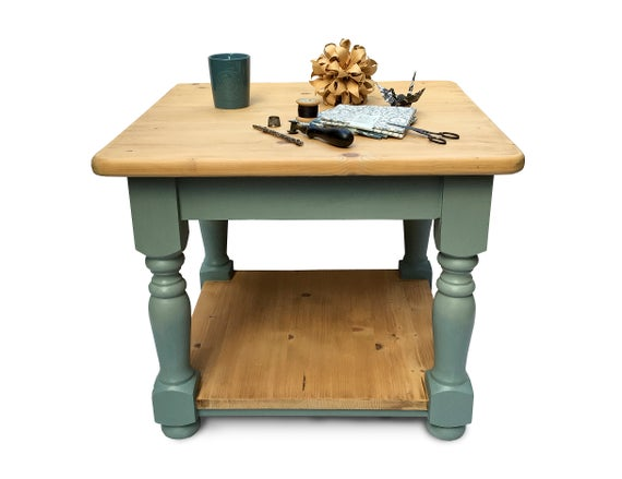 Antique Pine Farmhouse Coffee Table with Turned Wood Ombré | Et