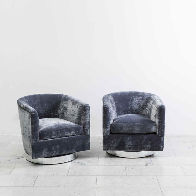 Milo Baughman | Pair of Dark Grey Swivel Chairs (1970) | Art