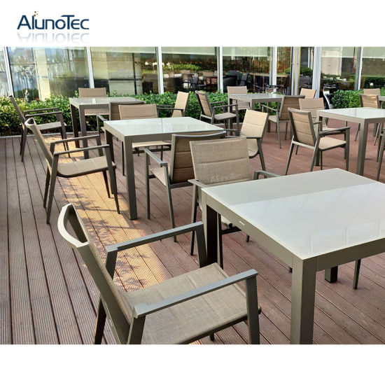 China Popular Metal Modern Lesiure Dining Table with Sofa Seating .