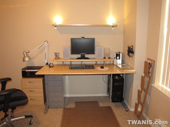 TWANIS: The Best Computer Desk Setup from IK