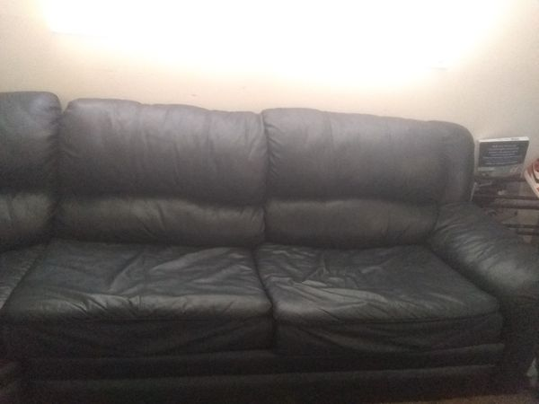 Navy blue leather sectional couch with pull out for Sale in Salt .