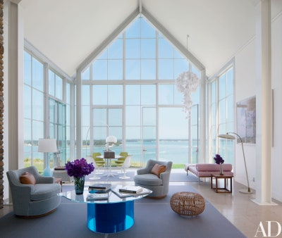 Knoll CEO Andrew Cogan's Light-Filled Shelter Island Beach House .