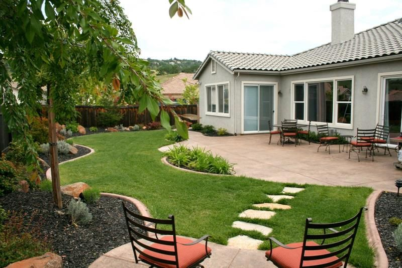 24 Beautiful Backyard Landscape Design Ideas   Backyard layout .