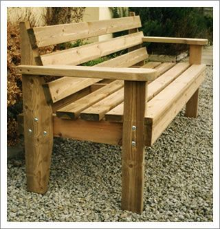 The wooden bench: Robust and comfortable | Wooden bench outdoor .