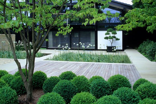 divinely simple elegant contemporary garden design - Andrew Lawson .
