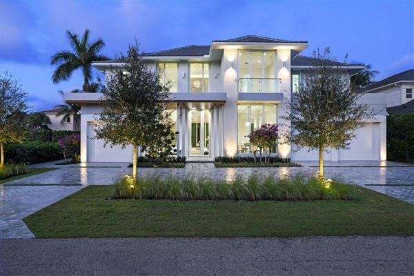 NEW COASTAL CONTEMPORARY MASTERPIECE | Florida Luxury Homes .