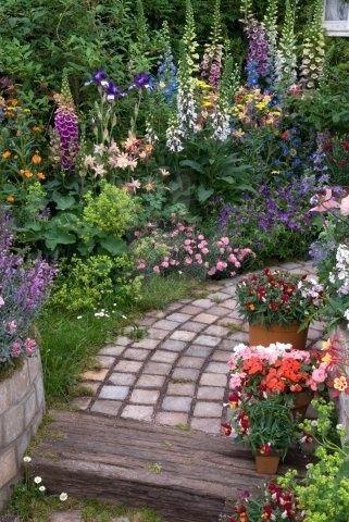 Garden Cottage Archives - Garden Zine in 2020 | Beautiful gardens .