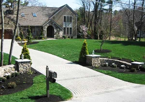 Charming Country Home Driveways, Natural Driveway Landscaping .