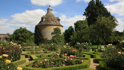 An English Garden Education: 5 to Visit Outside London | Departur