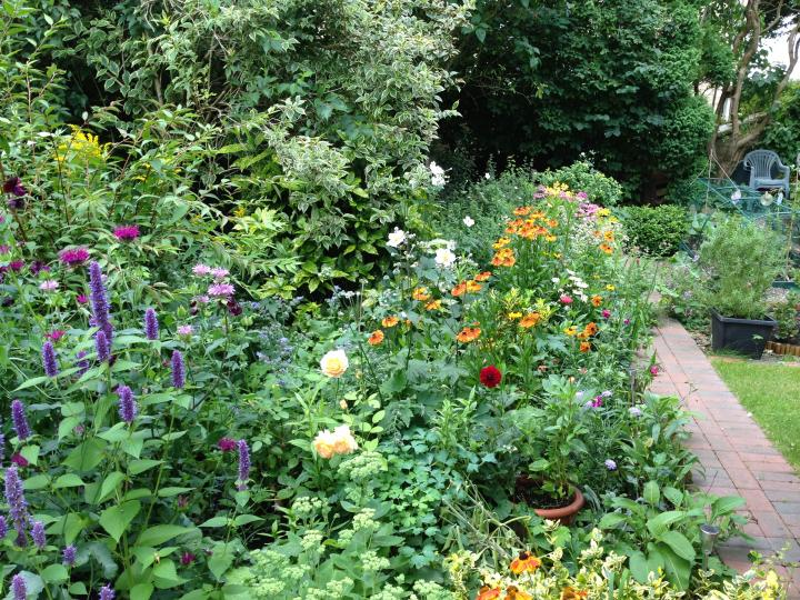 Flower Garden Plans Layouts | The Old Farmer's Alman