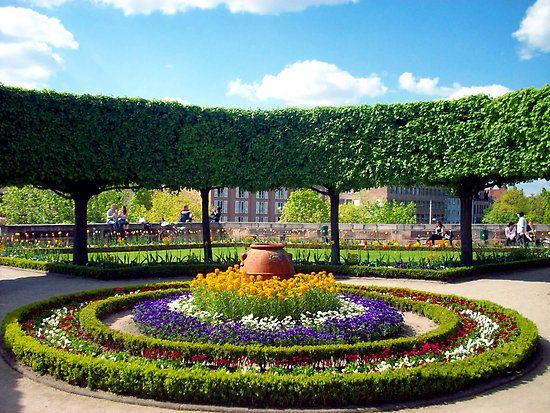 round symmetrical floral designs 1-13-14 | Small garden landscape .