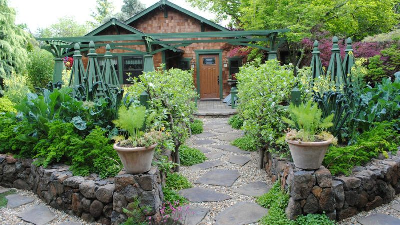 Edible Landscaping Ideas for Front Yard | Front yard garden, Front .