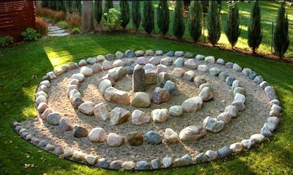 17 Beautiful Stone Garden Decorations | Garden stones, Luxury .