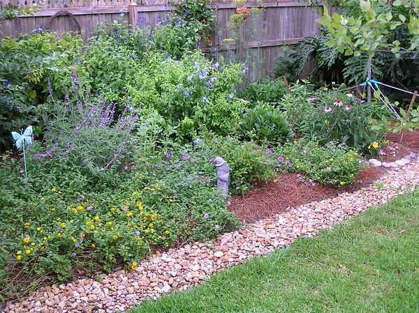 Cottage Garden Edging | Cottage garden, Cottage garden borders .