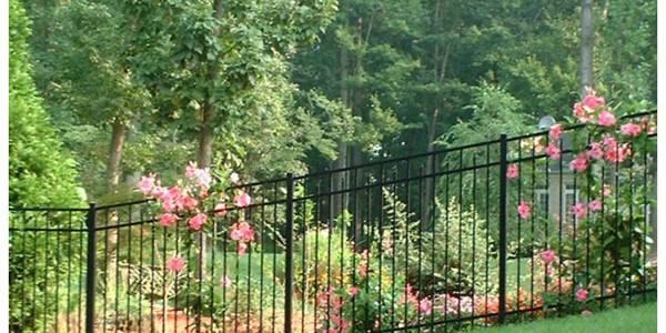 4 Reasons Aluminum Fences Make The Best Garden Fenc