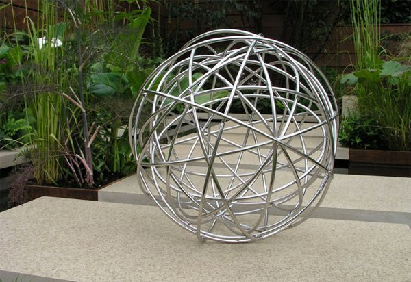 20 Smartly Designed Modern Spherical Garden Sculptures | Home .