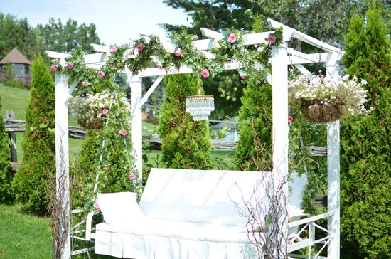 Another beautiful garden swing... - Picture of Stillwater on the .