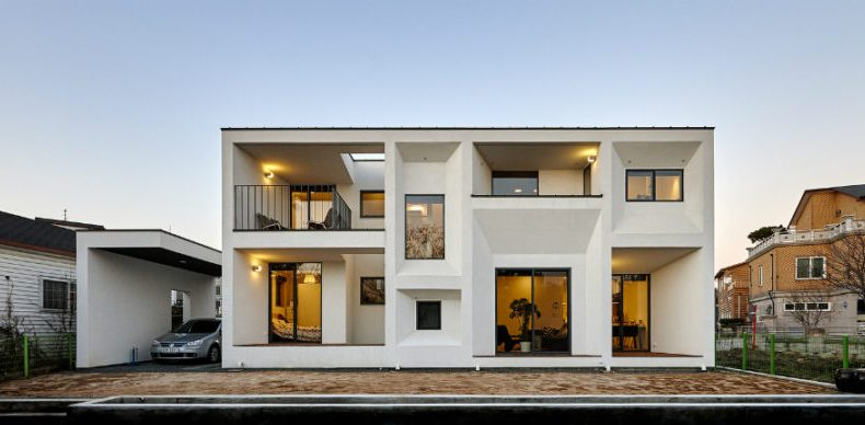 Distinguishing the modern home designs with the traditional ones .