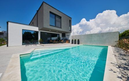 MODERN POOL VILLA FOR RENT, NOVIGRAD, ISTRIA | Modern pools, Pool .