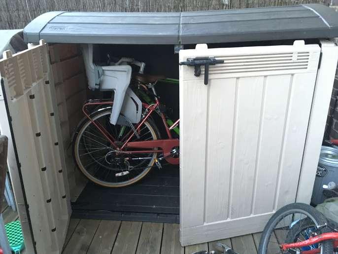 FreelyWheely: Bike shed - plastic, Ket