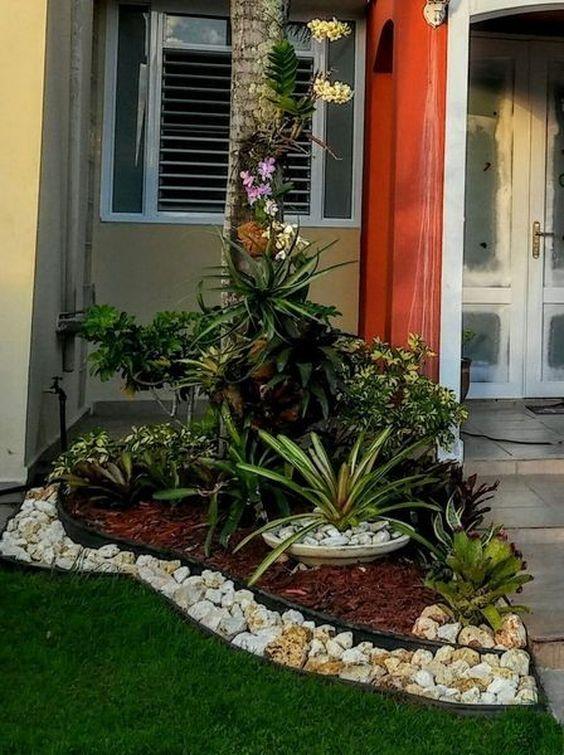 24 Stunning Small Front Yard Landscaping Design Ideas - Homefli