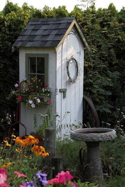 Tiny garden shed. DIY gardening projects for small spaces, small .