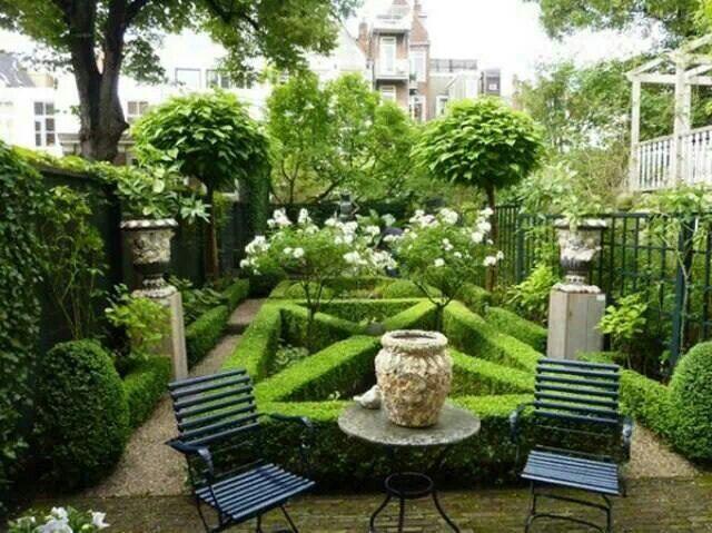 Tiny formal garden via Paris Style Antiques on Facebook | Small .