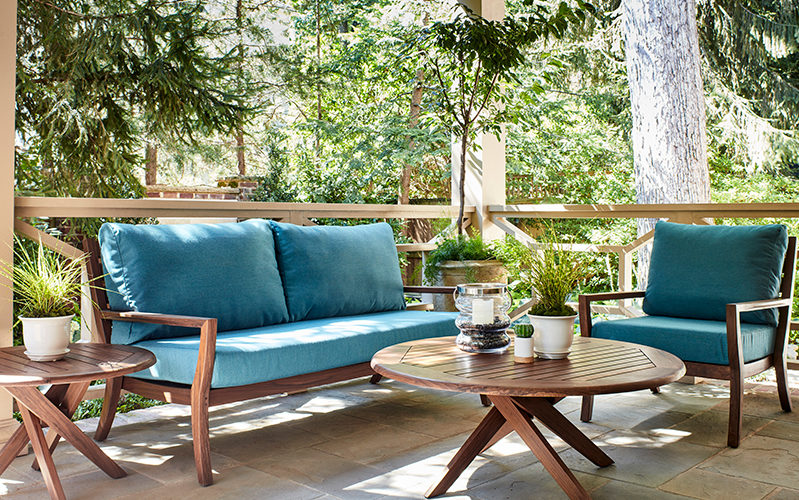 Patio Furniture for Small Spaces: 8 Simple Tips to Try | Stauffe