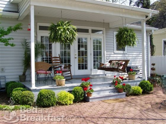 lovely small porch | Patio, Small porches, Front porch decorati