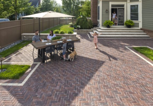 5 Beautiful Ways to Edge Your Hinsdale, IL, Brick Paver Patio .