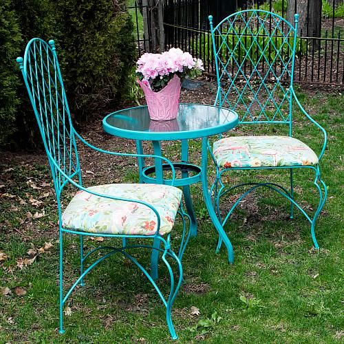 Vintage Wrought Iron Table and Chairs Update -- Upcycle a lovely .